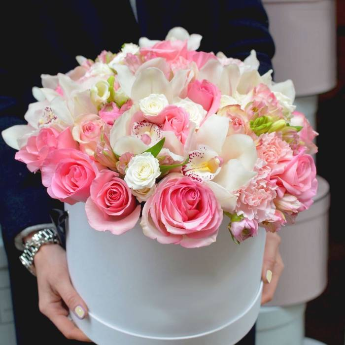 Белые орхидеи и розовые розы R010