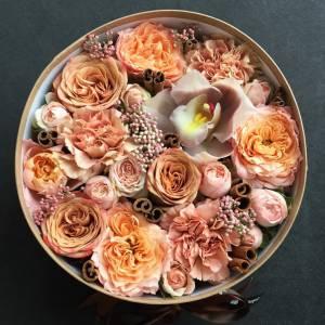 Коробка пионовидные розы и орхидея R850