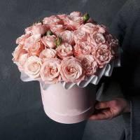 9 веток кустовой пионовидной розы в коробке R204