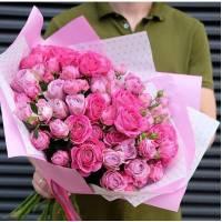 Букет пионовидных кустовых роз R179