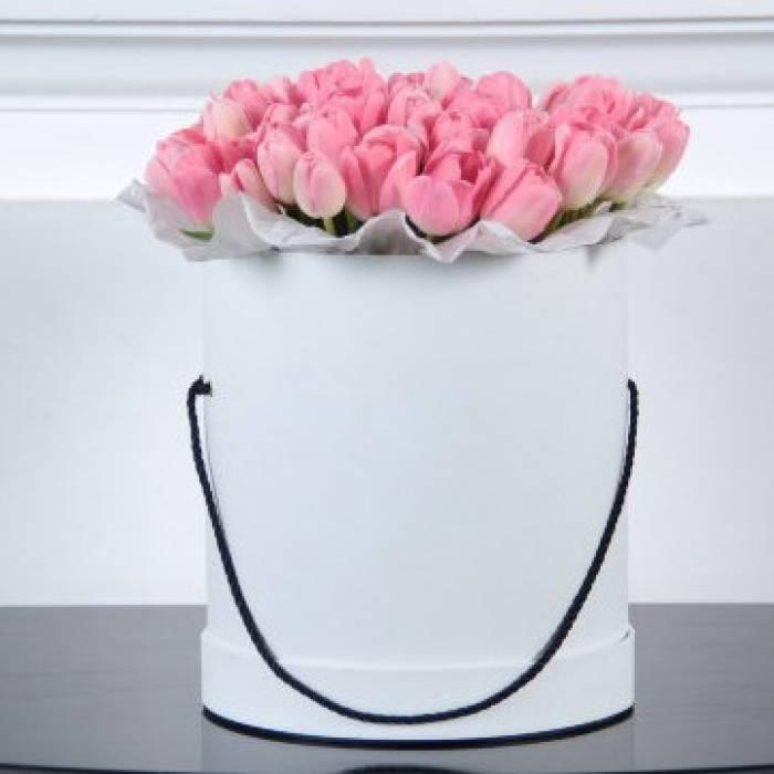 39 розовых тюльпанов в коробке R008