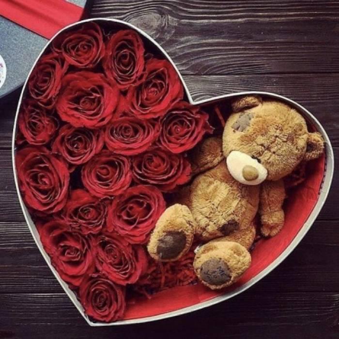 15 роз и мишка в коробке сердце R041