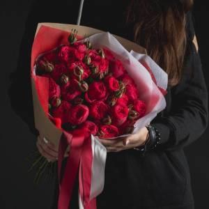 Букет 11 пионовидных красных роз R108