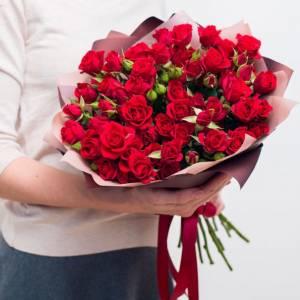Букет 15 красных кустовых роз R006