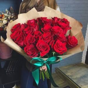 Букет 15 красных роз в крафте R029